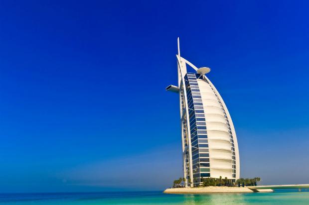 Đoàn sẽ tham quan khách sạn 7 saoBurj Al Arab, khách sạn sang trọng bậc nhất thế giới.