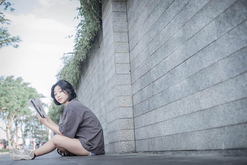 """Đỗ Thị Thúy Oanh là sinh viên chuyên ngành Quan hệ công chúng - PR & Tổ chức sự kiện tại FPT Polytechnic Đà Nẵng. Vừa qua, nữ sinh đạt được danh hiệu """"Ong vàng"""" với số điểm trung bình 9.5."""