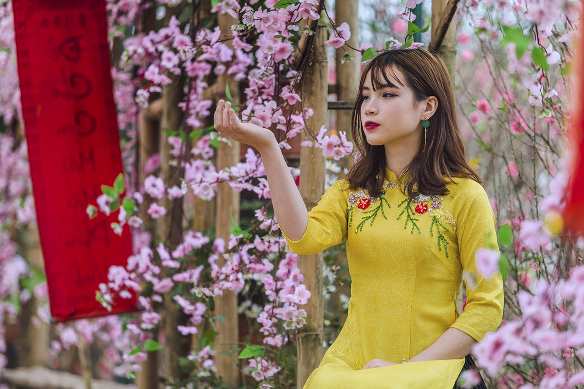 Làng hoa Nhật Tân ngày thường vốn là điểm đến của nhiều bạn trẻ để chụp ảnh nghệ thuật. Các khu vực không kinh doanh dịch vụ, du khách có thể xin phép chủ vườn vào chụp ảnh mà không mất tiền.