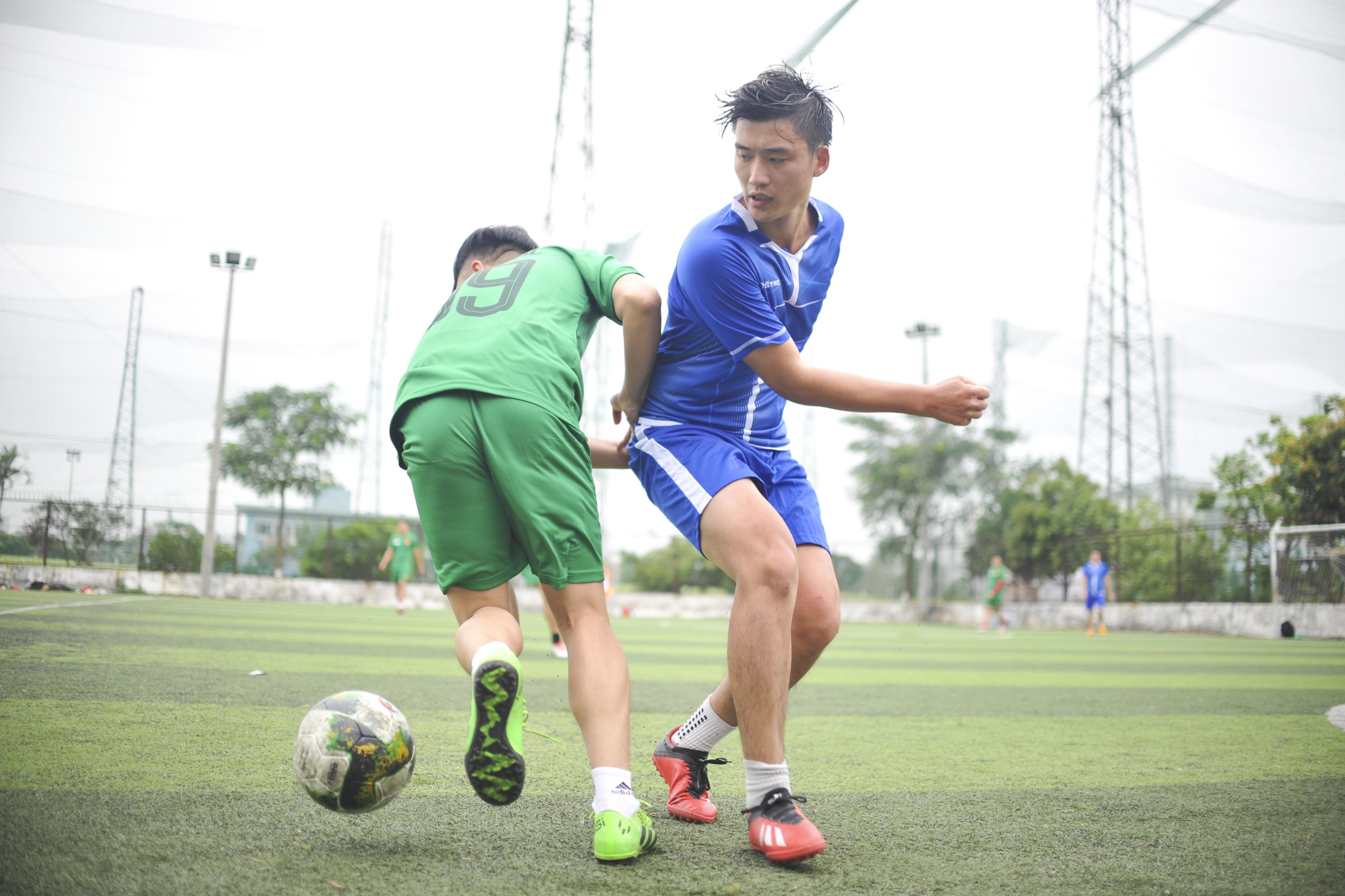 Bước sang hiệp hai, thế trận trở nên cân bằng hơn khi FGW quyết tâm dâng cao đội hình tìm kiếm bàn gỡ. Dù vậy, họ cũng chỉ ghi được một bàn thắng và để thủng lưới thêm 2 bàn.