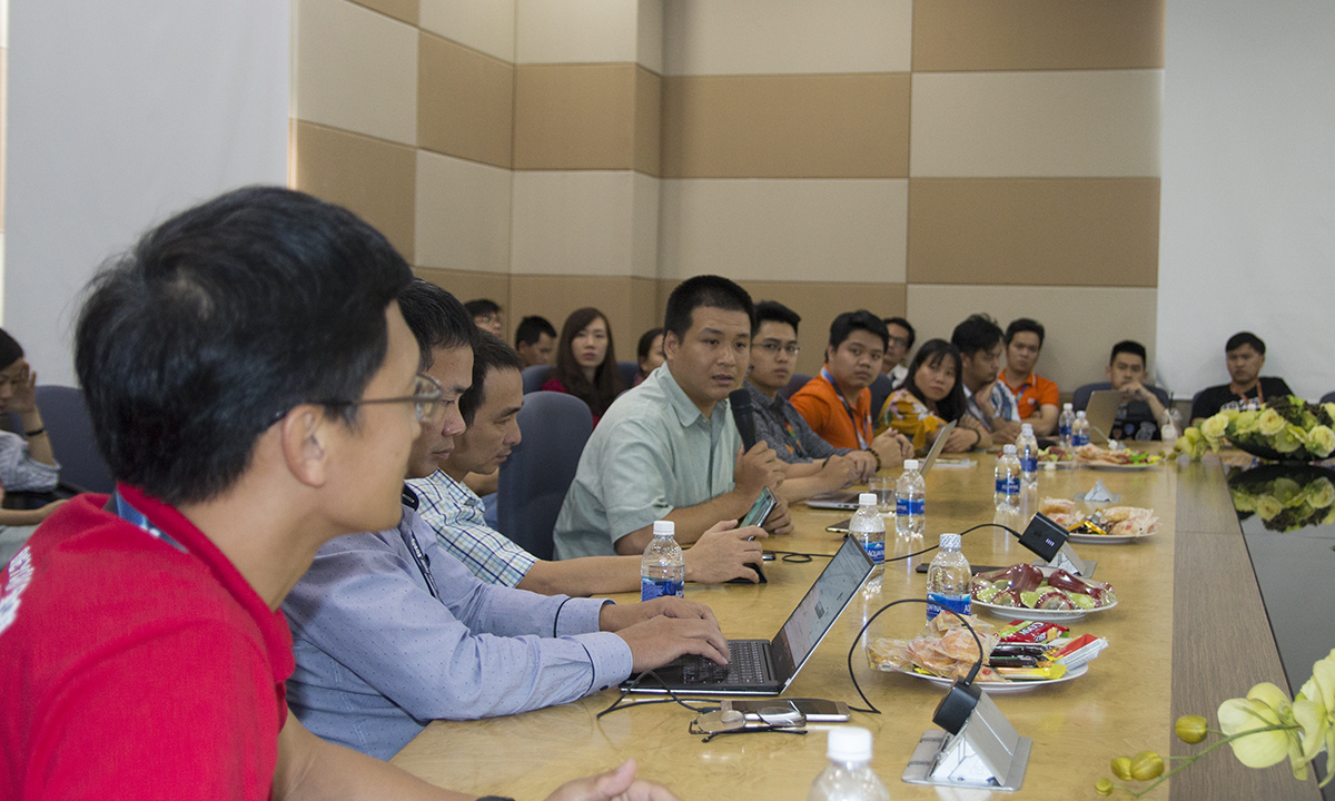 Chiều ngày 28/2, lễ kick-off Cộng đồng PM (PMC) FPT Software năm 2019 diễn ra tại F-Town, khu công nghệ cao, quận 9, TP HCM.Đây cũng là buổi họp mặt đầu năm của cộng đồng các nhà quản trị dự án tại FPT Software, cơ hội gặp gỡ giao lưu và chia sẻ học hỏi giữa các PM, cùng đóng góp xây dựng và phát triển tổ chức PMC trước khi bắt đầu một hành trình mới trong năm 2019. Sự kiện có sự hiện diện của Giám đốc Trung tâm điều hành sản xuất FPT Software - anh Đào Duy Cường, các đại diện đến từ PMC, Ban Chất lượng, Học viện đào tạo và phát triển, Ban SEPG và khoảng 30 nhà quản trị dự án (PM) của FPT Software.