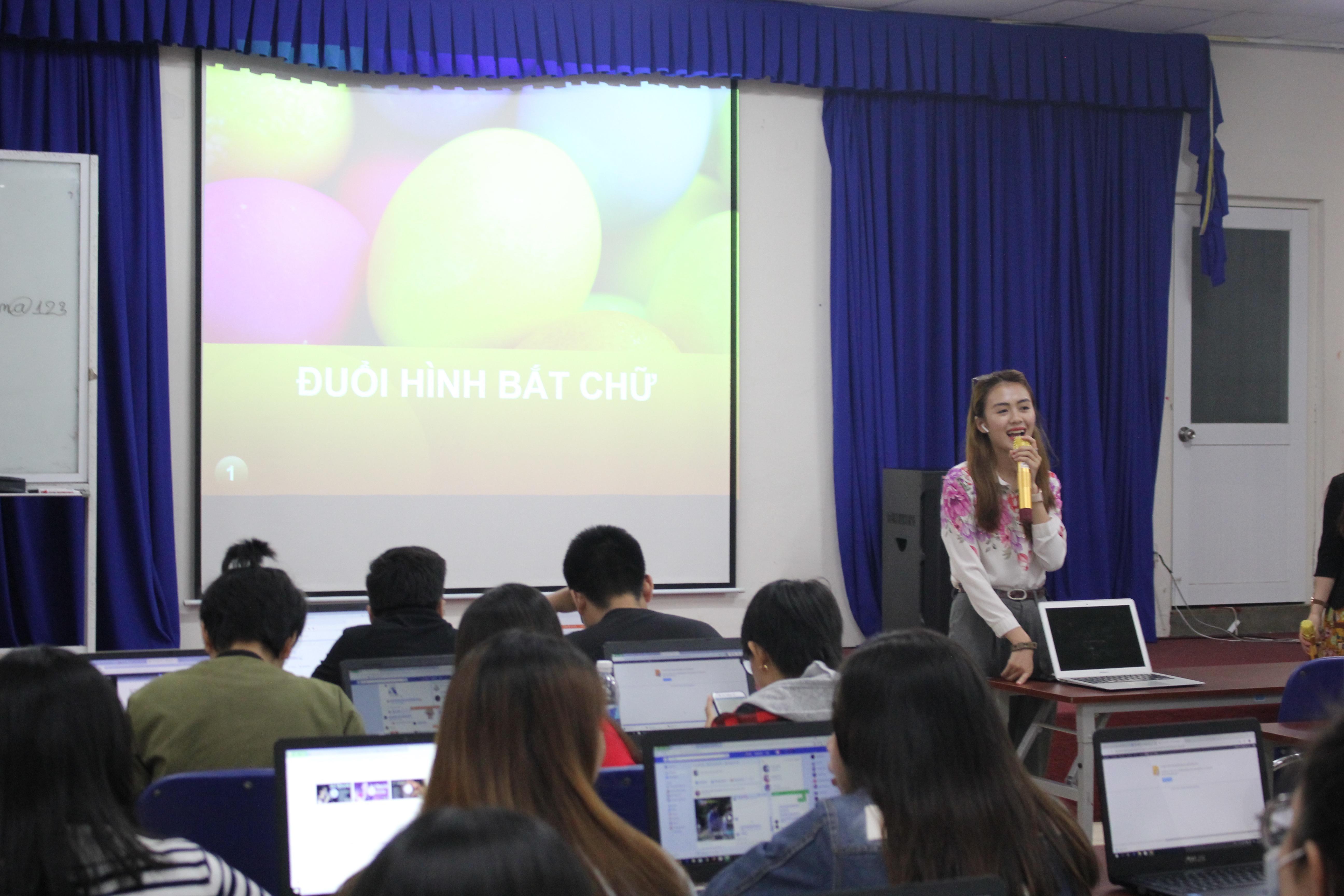 Theo cô, tạiFPT Polytechnic,sinh viên được rèn kỹ năng làm việc nhóm, học online trước khi đến lớp, làm đúng deadline,… Từ đó tạo cho sinh viên thói quen và tinh thần trách nhiệm tốt hơn.