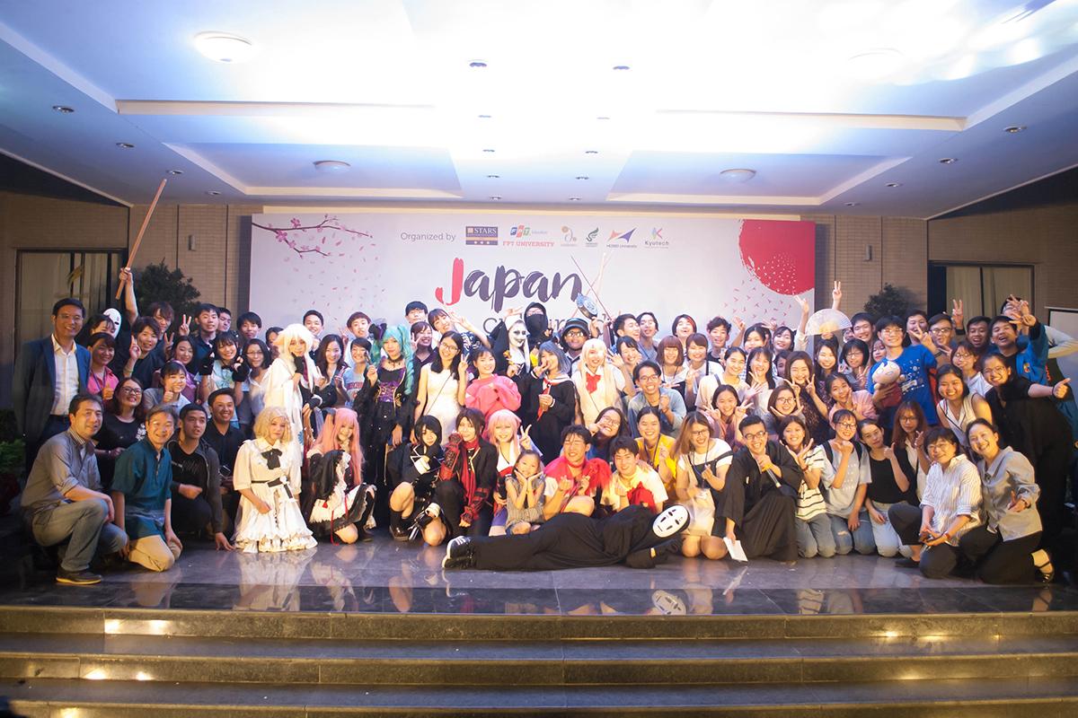 """""""Tôi cảm ơn FISEC đã đồng hành và tổ chức các chương trình trao đổi sinh viên giữa hai nước trong suốt 10 năm qua. 150 sinh viên từng tham gia chương trình do FISEC tổ chức đều có những ấn tượng đẹp đối với FPT nói riêng và Việt Nam nói chung"""", Giáo sư Akihiko Hiyoshi, Đại học Bunkyo - Nhật Bản, chia sẻ. FISEC ra đời năm 2016 trên cơ sở nâng cấp bộ phận Trao đổi sinh viên và Tuyển sinh ngắn hạn thuộc Khối Phát triển sinh viên quốc tế (FGO) trước đây. FISEC là đơn vị chịu trách nhiệm phát triển quan hệ hợp tác quốc tế của Khối Giáo dục FPT trong lĩnh vực trao đổi sinh viên, tuyển sinh và tổ chức quản lý đào tạo các chương trình đào tạo ngắn hạn dành cho sinh viên quốc tế tại Việt Nam."""