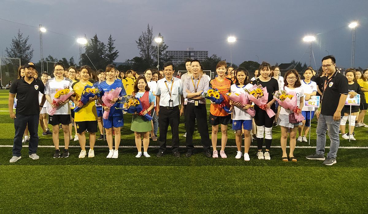 Cầu thủ Trần Thị Huệ, đội bóng SSG, hy vọng sân chơi được tổ chức thường xuyên để các nữ đồng nghiệp có dịp giao lưu, rèn luyện sức khỏe. Chị cũng không quên gửi lời cảm ơn đến lãnh đạo và các đồng nghiệp nam đã tổ chức một giải đấu ý nghĩa nhân dịp Quốc tế Phụ nữ 8/3.