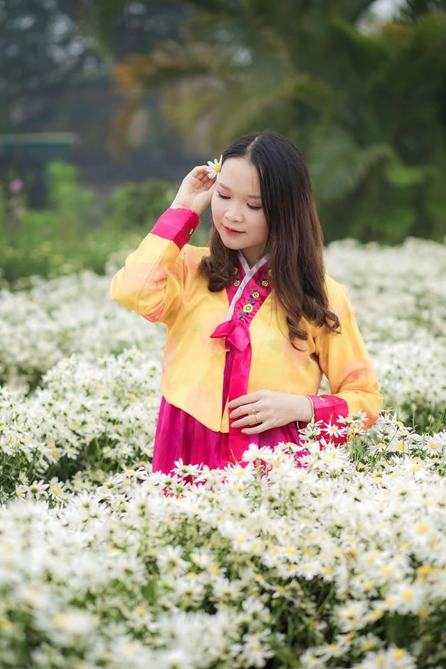 Lê Thị Trà (FHN.ICE) là cô gái tinh tế, thích chụp hình.