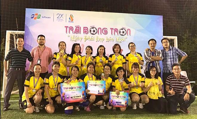 Á quân giải bóng đá nữ FPT Software Đà Nẵng thuộc về đội FGC. Đây là thành quả xứng đáng cho những nỗ lực đến từ các cô gái áo vàng.
