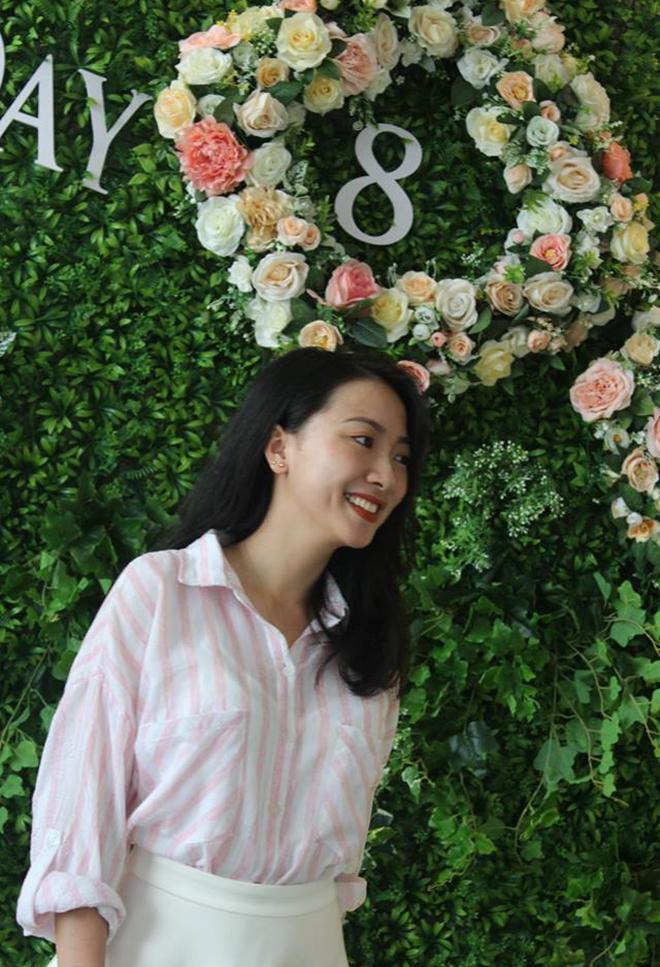 Chị Lê Thị Quỳnh Ngân, bộ phận Tuyển dụng, tạo phong cách rất riêng, cuốn hút người xem.