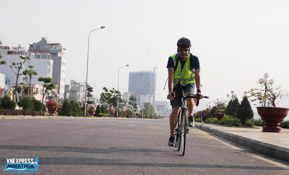 Từ 1/1/2004, Hiệp hội Marathon Quốc tế (AIMS) kết hợp với Liên đoàn Điền kinh Quốc tế (IAAF) áp dụng quy chuẩn đo lường bằng phương pháp hiệu chỉnh xe đạp. Đây là biện pháp đo lường duy nhất được AIMS phê duyệt để đo quãng đường của các giải chạy marathon.