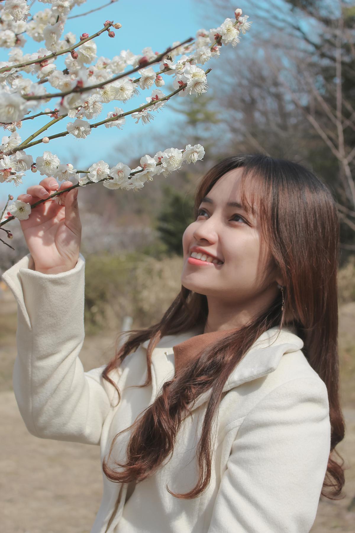 """Lê Phương Linh sinh năm 1992, gia nhập FPT Software Đà Nẵng vào tháng 7/2014. Đếm tháng 4/2018, cô gái quyết định chuyển sang FPT Japan. """"Đây là một quyết định khó khăn nhưng không kém phần thú vị, bởi Nhật Bản có nhiều điều để bản thân khám phá"""", Linh chia sẻ."""