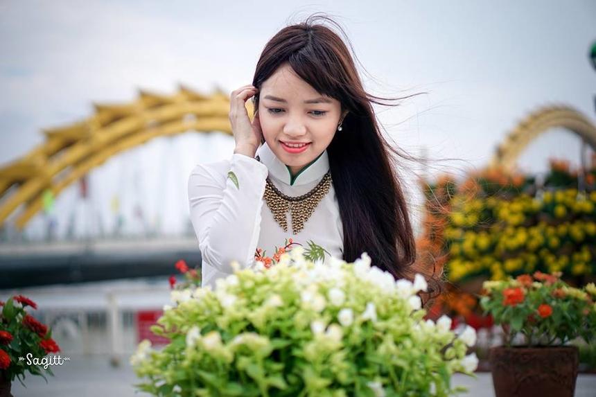 """Nói về cuộc sống tại nước ngoài, Linh nói vui """"nhất tiếng nhì tiền"""", bởi ngôn ngữ có yếu tố quyết định đến sự tồn tại trên đất khách. Thành lập ngày 13/11/2005, FPT Japan hiện đã có 14 văn phòng/trung tâm phát triển. Với hơn 1.400 nhân viên đang làm việc trực tiếp tại Nhật Bản và hơn 8.000 người phục vụ gián tiếp cho thị trường Nhật Bản đang ngồi tại Việt Nam, năm 2019 FPT Japan hướng tới mục tiêu tăng trưởng doanh số 35% (270 triệu USD), nhân sự đạt 2.000 người. Trong 3 năm tới, FPT Japan sẽ nỗ lực lọt vào Top 20 các công ty IT lớn nhất Nhật Bản."""