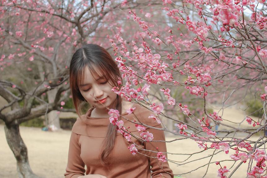 """Cô nàng cho biết, cuộc sống và con người tại Nhật Bản luôn hối hả và đòi hỏi sự nhanh nhẹn. """"Mỗi người cũng có thể tìm thấy được nhiều cảnh sắc gần như Việt Nam với cánh đồng lúa, những ngôi nhà nho nhỏ, xa xa..."""", Linh chia sẻ."""