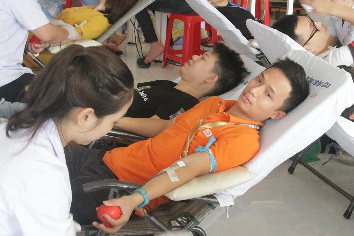 Tại đợt hiến máu này, nhiều CBNV lần đầu tiên tham gia chương trình thiện nguyện của FPT và cũng có không ít người thực hiện một nghĩa cử cao đẹp vì cộng đồng nhiều lần.