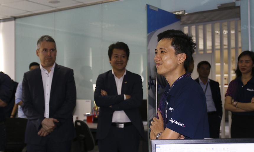 Các thành viên Airbus trực tiếp đến nơi làm việc của các kỹ sư Skywise tại Việt Nam và phấn khởi với sự phát triển của đội dự án trong năm qua.
