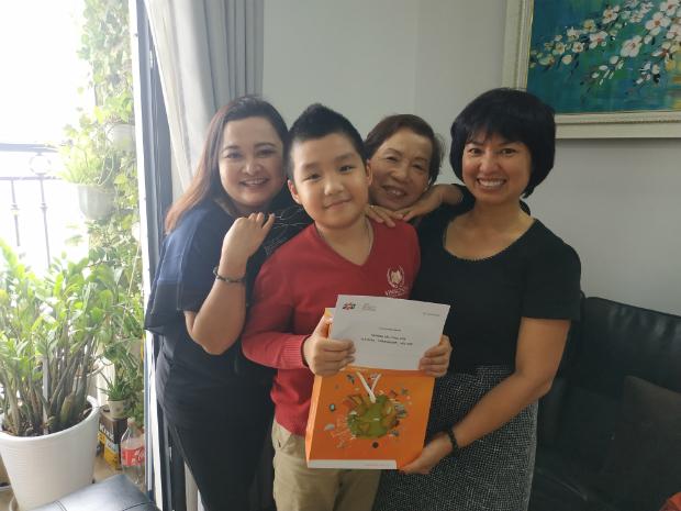 Điểm đến tiếp theo là nhà chị Nguyễn Thị Ngọc Nga, cựu nhân viên FTG. Chị Nga qua đời vì tai nạn khi bé Bảo Nam sáu tháng tuổi. Hiện bé học lớp năm, được khen là khỏe mạnh, thông minh, nhanh nhẹn.