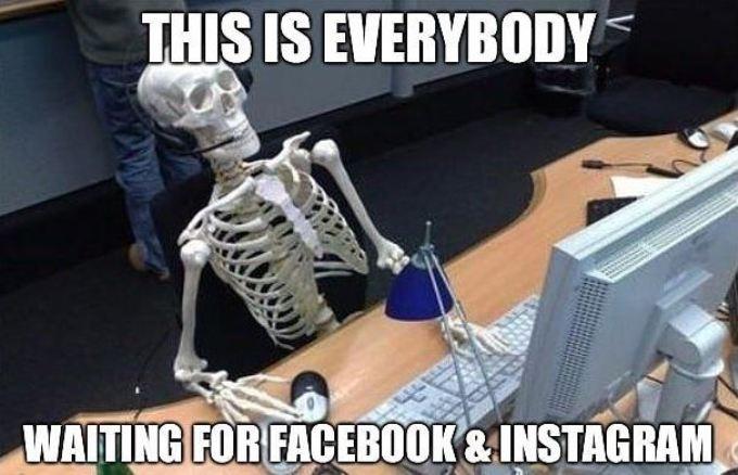 Ảnh chế người dùng chờ đợi Facebook và Instagram hoạt động trở lại đến mòn mỏi.