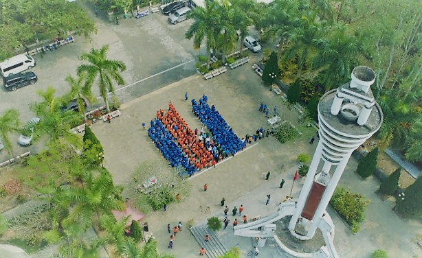 """Chuỗi sự kiện Ngày FPT vì cộng đồng 2019 diễn ra từ 11-15/3 tại cả ba miền tổ quốc, trong đó điểm nhấn là hành trình """"Hướng về biên giới"""" được tổ chức tại Hà Giang ngày 14-15/3. Điểm đến đầu tiên là Nghĩa trang Vị Xuyên, nơi yên nghỉ của 1.780 liệt sĩ."""