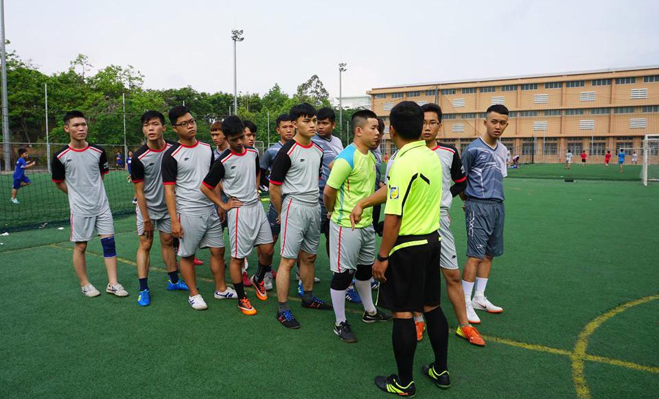 Ban tổ chức áp dụng luật thi đấu theo thể thức bóng đá mini, một đội gồm có 5 cầu thủ. Trọng tài làm thủ tục trước khi thi đấu trận khai mạc.