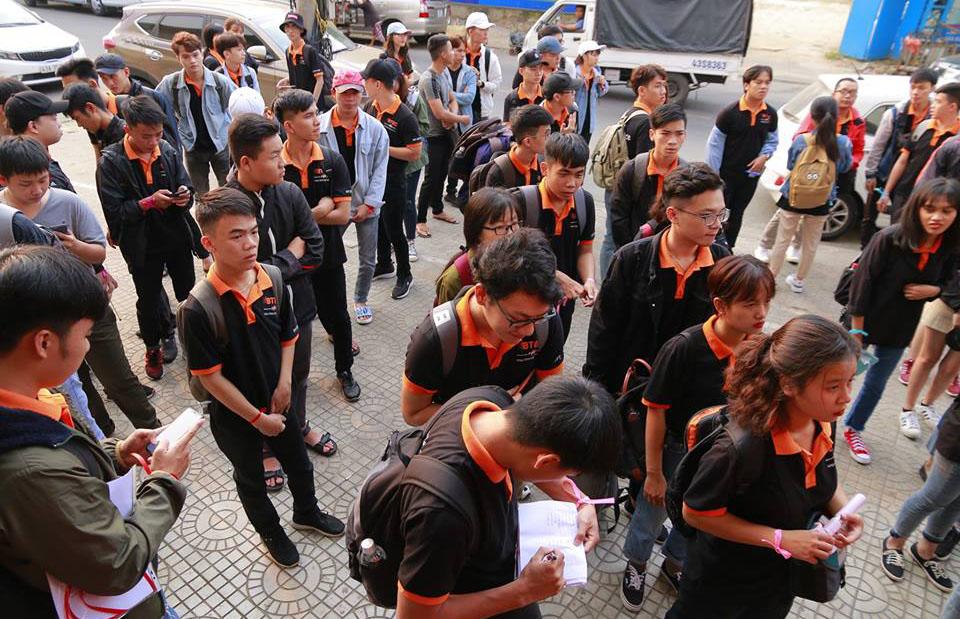 Cuối tuần qua,BTEC FPT Đà Nẵng đã tổ chức chương trình trải nghiệm và tham quan tại TP Hội An cho hơn 80 sinh viên. Hoạt động nhằm giúp sinh viên tìm hiểu về du lịch, văn hóa làng nghề cũng như các kỹ năng trong quá trình làm việc nhóm...