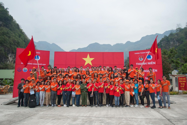 Tiếp theo đoàn di chuyển đến Đại đội cơ động tham gia lễ phát động và giao lưu cùng nhân dân, bộ đội, đoàn viên thanh niên huyện Vị Xuyên.