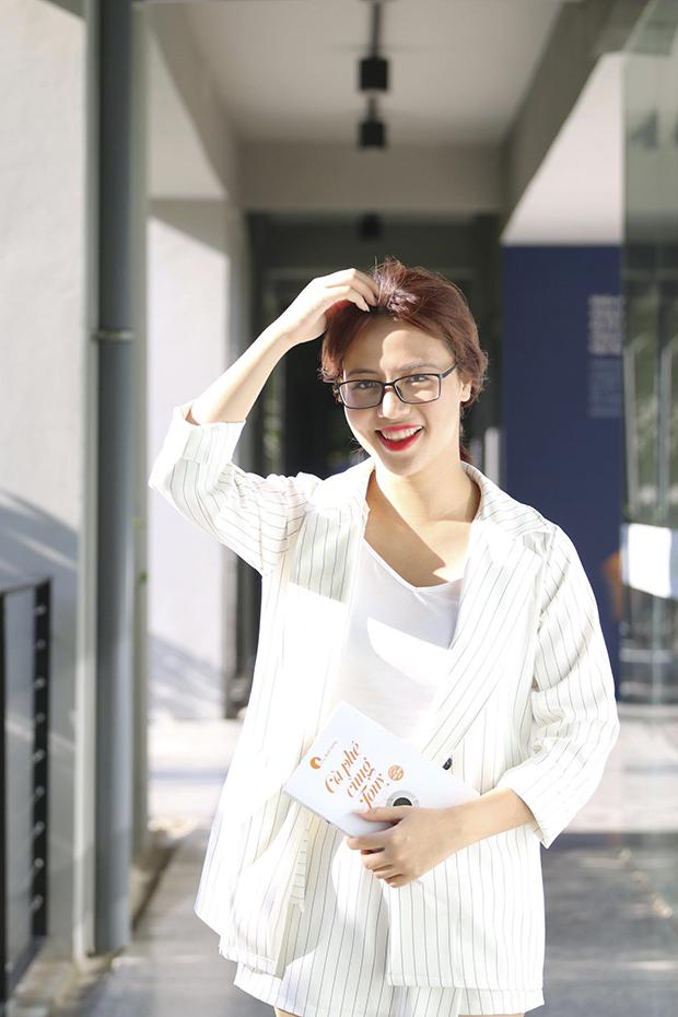 Nụ cười tỏa nắng là điểm nổi bật cô nàng 9X.