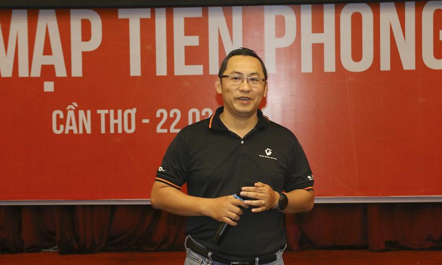 Giám đốc Vùng 7 Diệp Minh Hoàng biểu dương những thành tích của Vùng nói chung và CLB Cá mập nói riêng góp vào thành công của Vùng trong năm 2018.