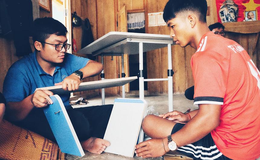 Anh Nguyễn Tiến Phúc, cựu nhân viên FPT Software Đà Nẵng, tranh thủ thời gian cuối tuần để tham gia thiện nguyện cùng đoàn. Với anh, các chương trình của FPT thiết thực, bởi giúp đỡ được nhiều hoàn cảnh khó khăn và mang thông điệp ý nghĩa.