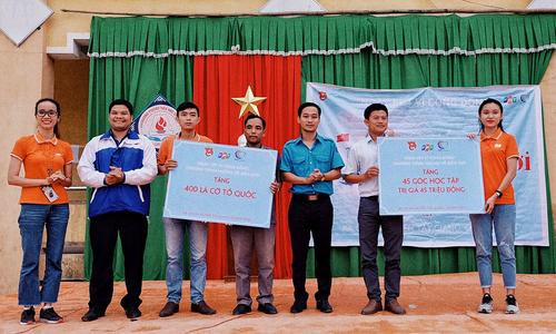 FPT mang yêu thương lên vùng biên giới Việt Nam - Lào