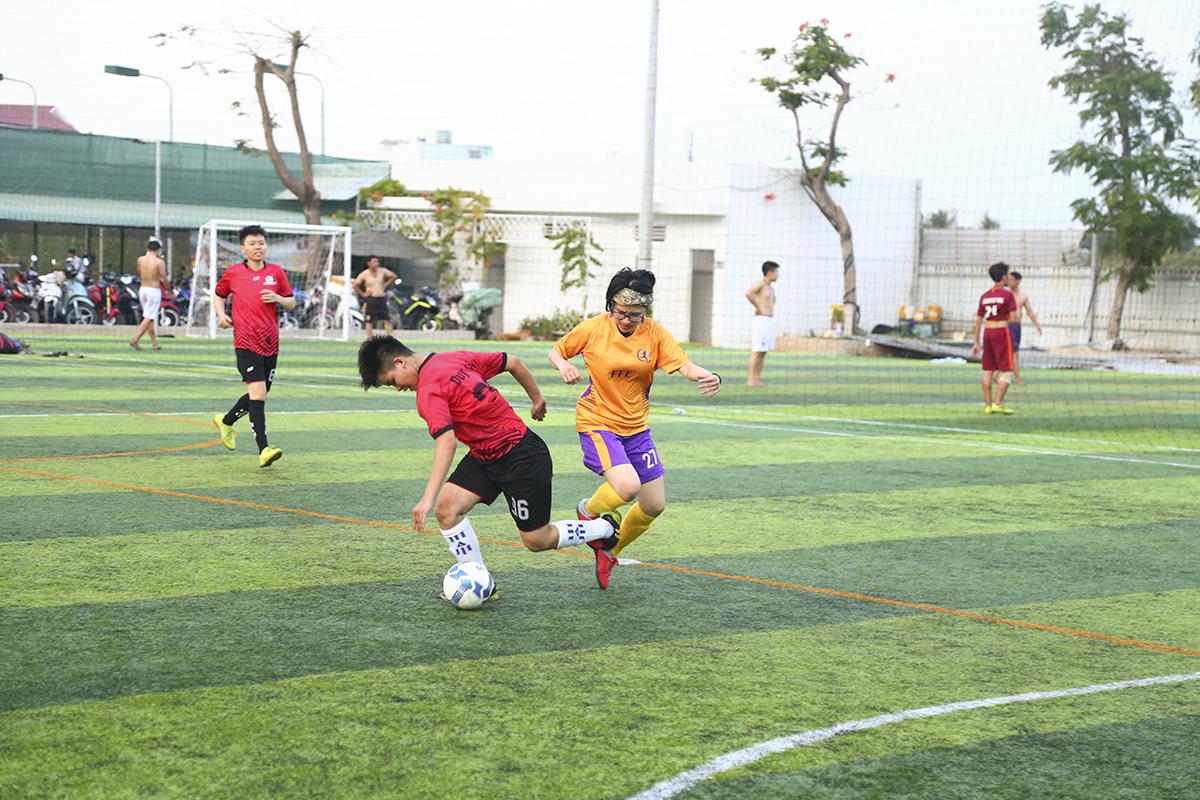Giải được tổ chức theo thể thức 5s, tức 5 cầu thủ thi đấu trên sân, tính cả thủ môn. Ngay sau lễ khai mạc vào lúc 16h ngày 23/3 tại sân 2H Phan Chu Trinh (quận Bình Thạnh), đội bóng nữ FFE bước vào trận đấu đầu tiên của vòng bảng với đối thủ Go Kids.