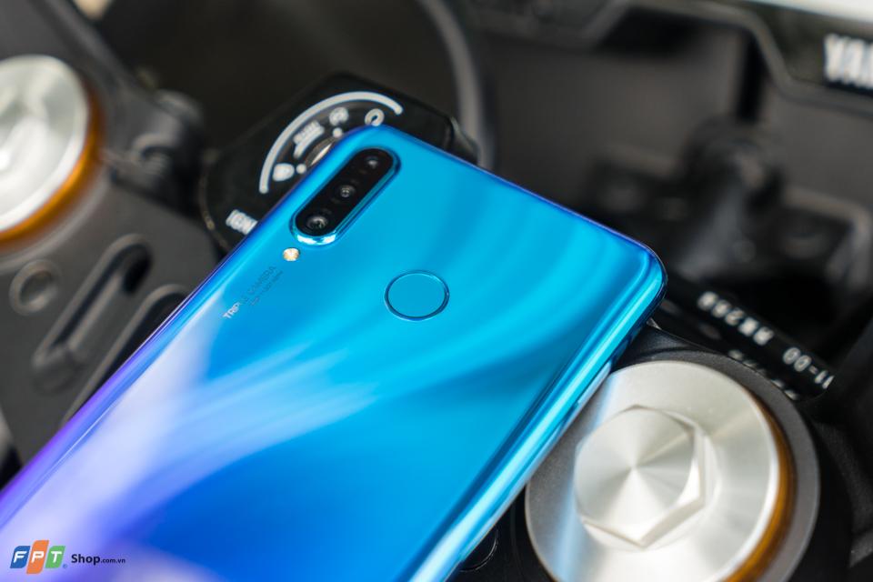 Huawei P30 Lite được trang bị màn hình IPS LCD kích thước 6 inch và có độ phân giải Full-HD+. Bên trong, chip xử lý Kirin 710 được đồn đại sẽ cung cấp sức mạnh cho Huawei P30 Lite. Thiết lập ba camera của điện thoại dự kiến sẽ là cảm biến 20 megapixel, 16 megapixel và 2 megapixel. Bên cạnh đó, Huawei cũng đang chuẩn bị ra mắt smartphone giá rẻ với 3 camera phía sau
