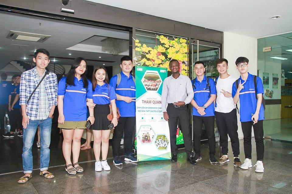 Ngày 28/3, Công ty TNHH Dịch vụ xử lý số FPT (FPT DPS) đã tổ chức buổi tham quan doanh nghiệp thực tế cho hơn 50 học sinh và sinh viên trường THPT chuyên Lê Quý Đôn và ĐH Greenwich (Việt Nam). Chương trình diễn ra tại tòa nhà FPT Massda, Khu công nghiệp An Đồn, TP Đà Nẵng.