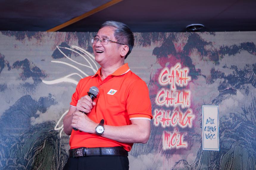 """Tối ngày 28/3, lễ chuyển giao vị trí Tổng giám đốc FPT giữa anh Bùi Quang Ngọc và Nguyễn Văn Khoa với tên gọi """"Cánh chim không mỏi"""" đã diễn ra tại tầng 13, toà nhà FPT Cầu Giấy, Duy Tân, Hà Nội, với rất nhiều cung bậc cảm xúc."""