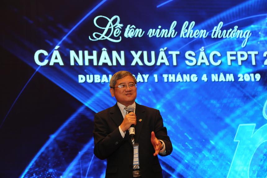 """Có mặt trong buổi lễ đặc biệt, Phó Chủ tịch HĐQT FPT, cựu TGĐ FPT - anh Bùi Quang Ngọc nhấn mạnh tầm quan trọng của các công ty thành viên trong tập đoàn: FPT Retail, Synnex FPT, FPT Telecom, FPT IS, FPT Software, FPT Online, FPT Education và đầu não FPT HO. Năm 2018 là một dấu mốc quan trọng với những con số thực sự ấn tượng. """"Chúng ta kỷ niệm 30 năm Tiên phong ý nghĩa, nhiều kết quả ấn tượng và đầy tiếng vang"""", anh Ngọc chia sẻ. """"Quan trọng chúng ta đạt được những điều này chắc chắn nhờ vào sự đóng góp không mệt mỏi của các bạn - Top 100 FPT""""."""