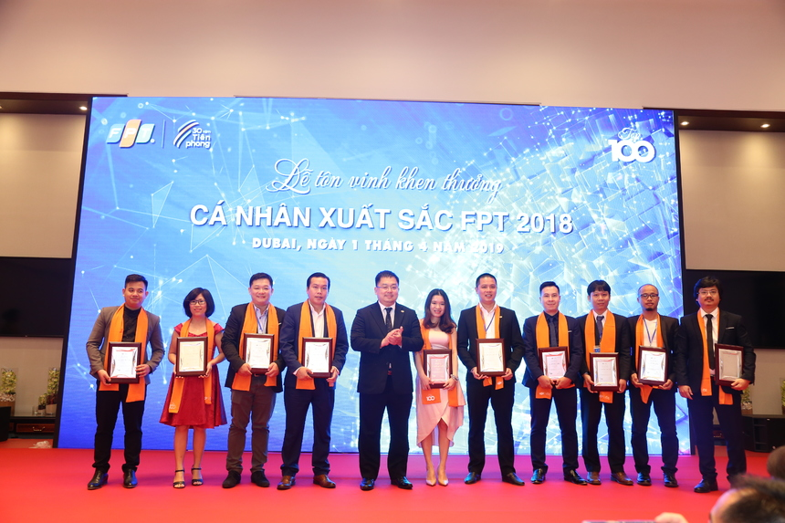Trong danh sách Top 100 được tôn vinh tại Dubai có 3 nhân viên người nước ngoài đều thuộc nhà Phần mềm. Đó là Mosqueda Ralf Jay Daro - FPT Philippines; Chlebák Peter - FPT Slovokia và Nakagai Kenichiro - FPT Japan.