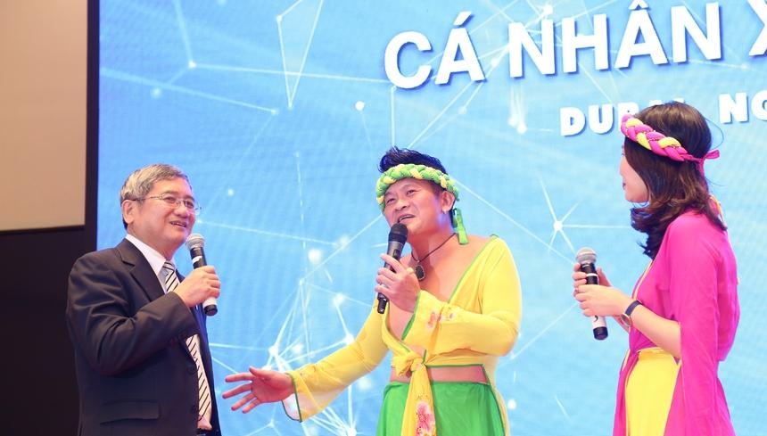"""Vở kịch STco """"Tấm Cám"""" của diễn viên Đinh Công Sáng (vai Tấm), chị Phạm Tuyết Hạnh Hà (vai Cám) nhận được nhiều trang pháo tay từ khán giả."""