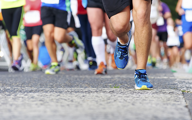 run-marathon-backward-crop-5407-15544939