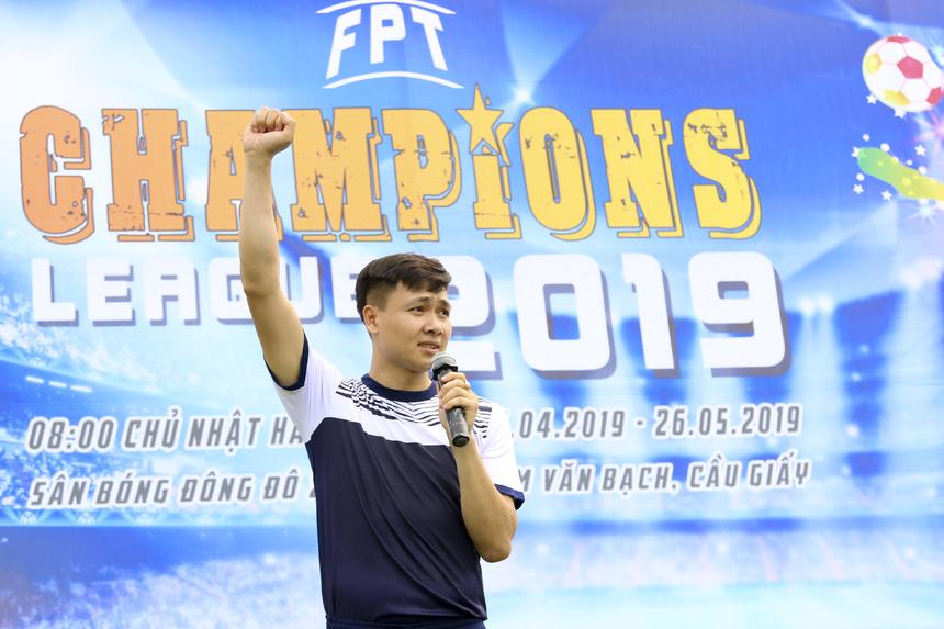 Anh Lê Thành Ninh - đội FE ĐM thay mặt toàn bộ cầu thủ tuyên thệ.