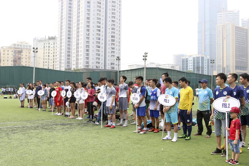 Sáng 7/4, FPT Champions League - giải bóng đá quy tụ nhiều anh tài nhất FPT chính thức khởi tranh tại sân bóng Đông Đô, Hà Nội. Giải đấu có 12 đội, đến từ các đơn vị của nhà F. Trong đó: FPT Software và FPT Telecom cùng có 3 đội, FPT IS và FPT Education mỗi đơn vị 2 đội; còn lại là FPT Retail và liên quân FPT HO.FTI. Cùng ngày, lễ khai mạc đã diễn ra với sự góp mặt của PTGĐ FPT Hoàng Việt Anh, Chủ tịch Công đoàn FPT Trần Thị Thu Hà và rất nhiều cầu thủ, vận động viên đến từ các đơn vị nhà F.