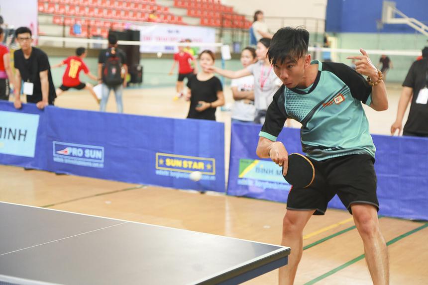 VĐV Nguyễn Nhật Quang sau thất bại toàn tập 0-3 trước tay vợt Nguyễn Quốc Lực (FPT Retail), đã tiếp tục bị đánh bại bởi VĐV Lương Văn Việt (FPT Software) trong trận tranh hạng Ba.