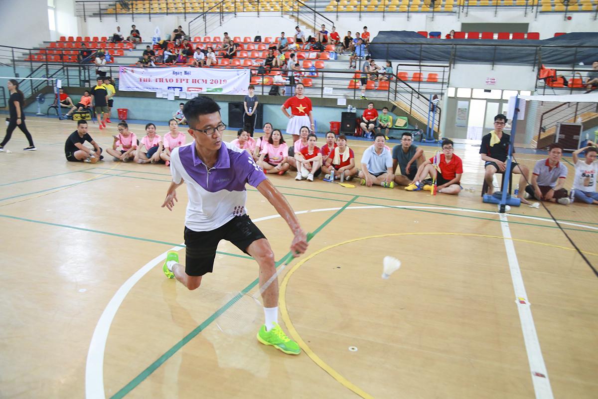 Trong số các VĐV tham gia thi đấu cầu lông, anh Nguyễn Thành Trung (FPT Retail) thể hiện sức bền, sức bật và kỹ thuật toàn diện nhất. Anh kết liễu đối thủ trong trận chung kết chỉ sau hai set (set 21 điểm như thi đấu chuyên nghiệp) với những tỷ số cách biệt lớn.