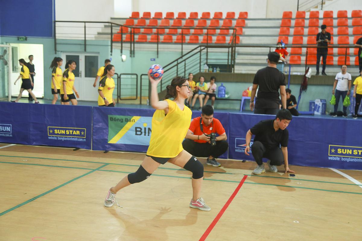 Để mang lại sự mới mẻ bên cạnh những môn thể thao như cầu lông, bóng bàn, quần vợt hay bóng sọt, BTC Ngày hội Thể thao đã đưa bóng né vào chương trình thi đấu.