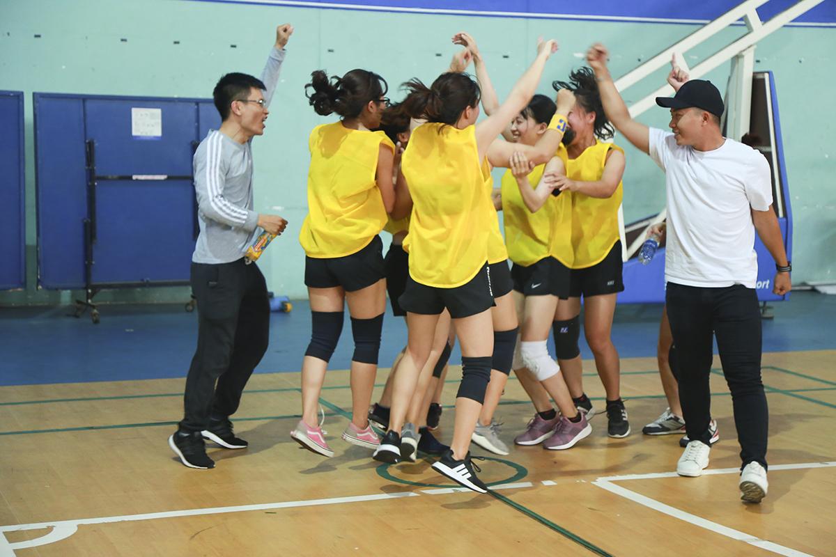 Chiến thắng trong trận chung kết gay cấn, hồi hộp của bộ môn được chờ đợi nhất ngày hội đã đem lại cho FPT IS chiếc HCV xứng đáng. Các cô gái Hệ thống trở thành nhà vô địch đầu tiên của bóng né FPT sau màn ăn mừng đầy cảm xúc khép lại ngày hội thể thao.