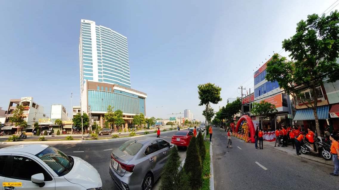 Nhân dịp sinh nhật lần thứ 10, chi nhánh khai trường văn phòng giao dịch số 909 đường Ngô Quyền, phường An Hải Đông, quận Sơn Trà. Ngoài trụ sở chính đặt tại 182-184 đường 2 tháng 9, FPT Telecom Đà Nẵng hiện còn có văn phòng giao dịch tại 361 Điện Biên Phủ.