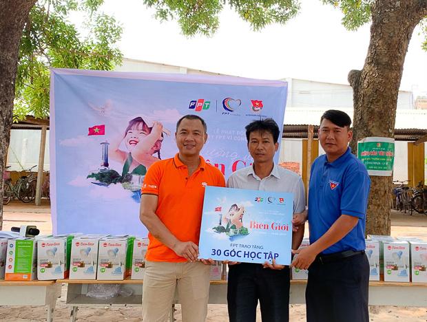Đại diện UBND xã Ninh Điền và Ban giám hiệu trường tiểu học bày tỏ sự vui mừng và biết ơn sự hỗ trợ của FPT đã giúp tạo điều kiện có các em có hoàn cảnh khó khăn có một góc học tập tươm tất, tạo động lực cho các em cố gắng phấn đấu học tập giỏi hơn, người có ích cho xã hội.