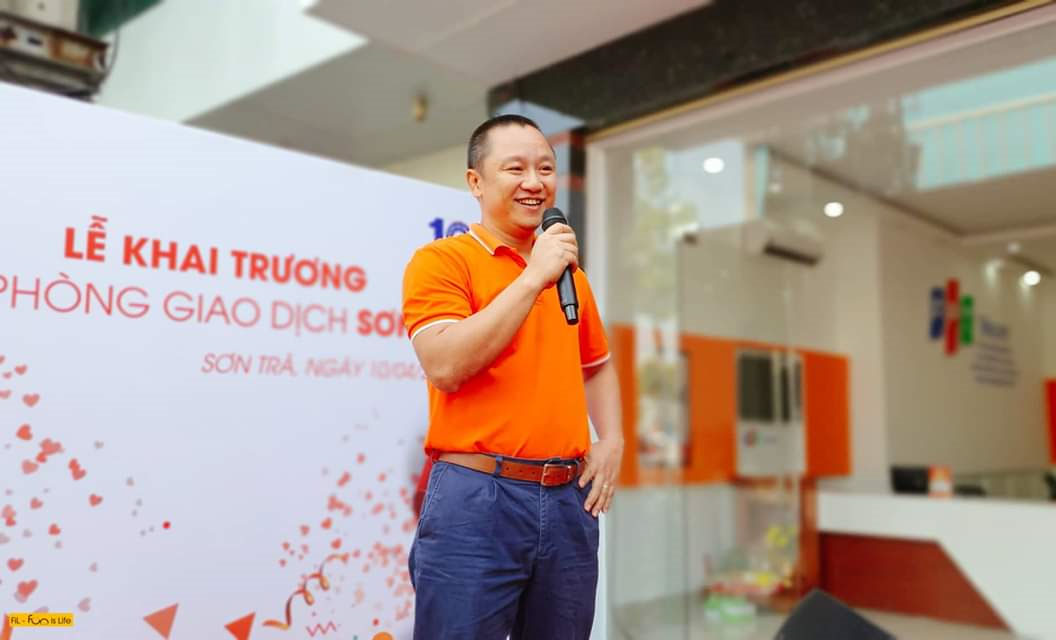 GĐ FPT Telecom Vùng 4 - anh Nguyễn Thế Quang cho biết, văn phòng giúp chi nhánh tiếp tục mở rộng vùng phủ và khẳng định thương hiệu tại thành phố biển miền Trung. Ra đời nhân dịp 10 năm, văn phòng909 đường Ngô Quyền có ý nghĩa chiến lược trong việc hoàn thành các mục tiêu Leng Leng đề ra trước đó.