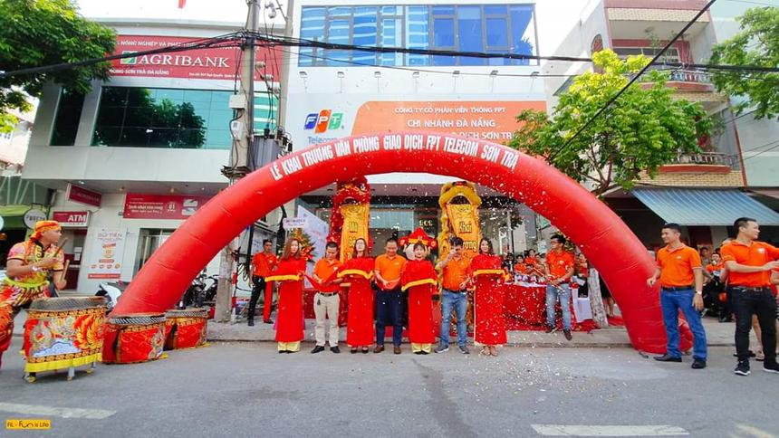 Văn phòng giao dịch Sơn Trà nằm trong định hướng phát triển dài hạn của chi nhánh Đà Nẵng. Cơ sở mới đáp ứng nơi làm việc, họp và trao đổi công việc của hơn 150 CBNV thuộc các bộ phận khác nhau.