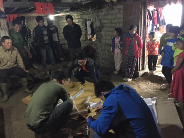 Sau một ngày làm thiện nguyện, CBNV FPT Quảng Ninh lắp hoàn thiện góc học tập cho 7 gia đình học sinh khó khăn. 13 góc học tập còn lại đã được đoàn trường và Huyện Bình Liêu hỗ trợ lắp đặt.