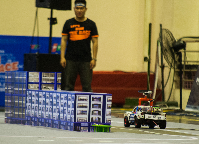 Bước vào lượt thi thứ 2, các đội tuyển nhập cuộc tốt hơn với quãng đường đi được dài hơn so với lượt thi đầu. Áp dụng chiến thuật chậm mà chắc, hai đội đến từ Học việc Công nghệ Bưu chính viễn thông đều đi hết một vòng đua.
