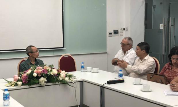 Đoàn Cuba trao đổi với TS.Nguyễn Khắc Thành về mô hình đào tạo của FPT University.
