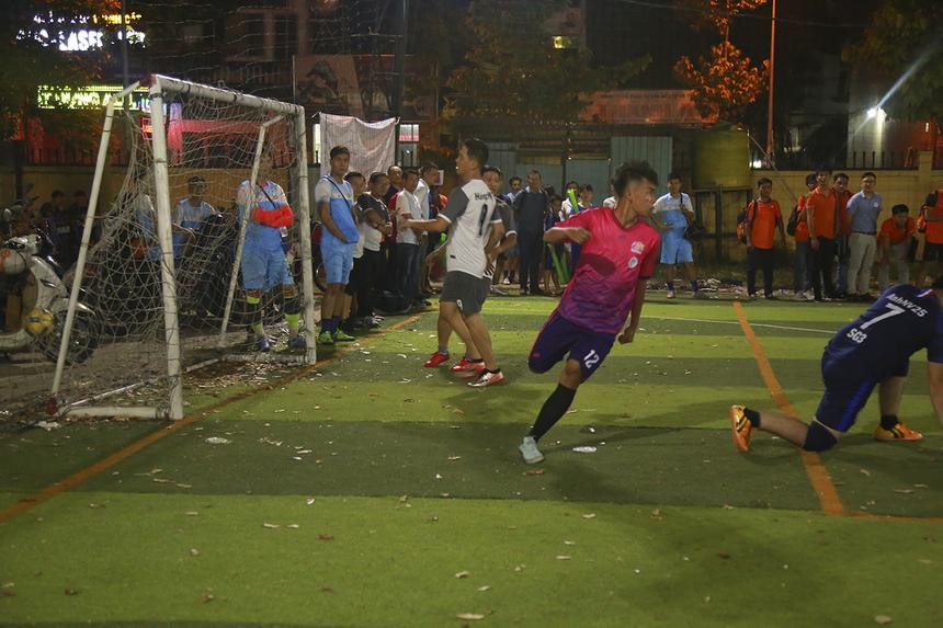 Đội bóng PayTV với sức trẻ và sự nhanh nhẹn, kỹ thuật nhanh chóng làm chủ thế trận ngay sau tiếng còi khai cuộc và có bàn thắng mở tỷ số ở phút thi đấu đầu tiên.