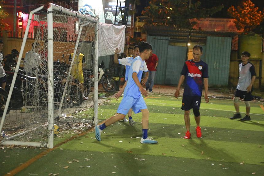 Nếu như cầu thủ Nguyễn Đoàn Huy lập 1 cú đúp cho Liên quân SG2+FPT Play Box thì cầu thủ Đoàn Phạm Quang Duy bên phía SG10 cũng có cho mình 2 bàn thắng.